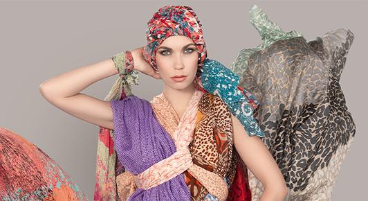 La collection Ellen Wille présente 36 modèles de turbans et casquettes très lookés